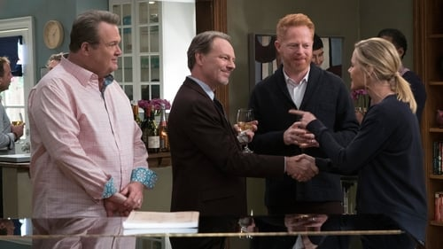 Modern Family - Season 9 - Episode 15: Spanks for the Memories