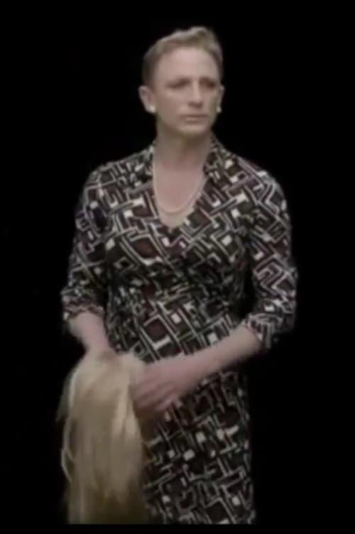 Regarder James Bond Supports International Women's Day Avec Sous-Titres En Ligne