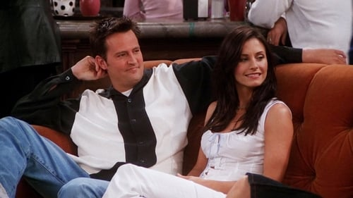 When does monica start hookup chandler