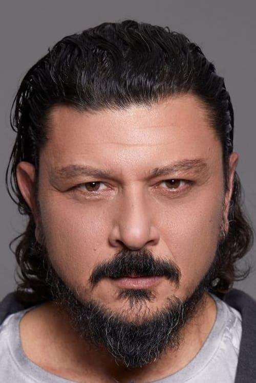 Kép: Emre Basalak színész profilképe