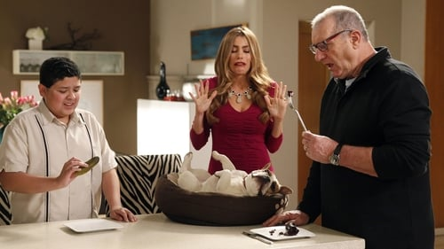 Modern Family - Season 5 - Episode 22: Message Received