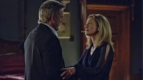 arrow - Season 1 - Episode 21: The Undertaking