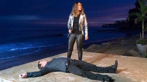 Lucifer - Season 3 - Episode 19: Orange Is the New Maze