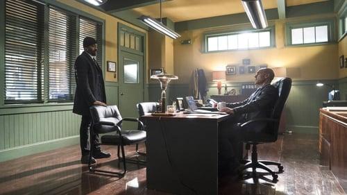 The Flash - Season 1 - Episode 19: Who Is Harrison Wells?