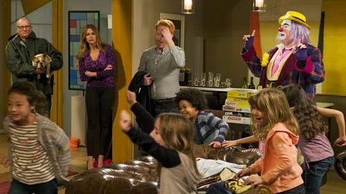 Modern Family - Season 7 - Episode 14: The Storm