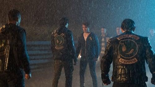 Riverdale - Season 2 - Episode 4: Chapter Seventeen: The Town That Dreaded Sundown