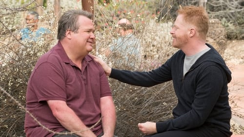 Modern Family - Season 9 - Episode 17: Royal Visit