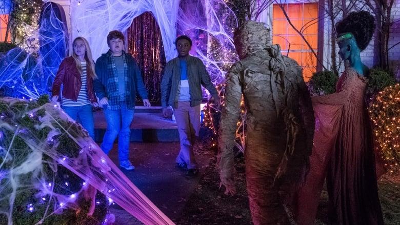 кадр из фильма Ужастики 2: Беспокойный Хеллоуин