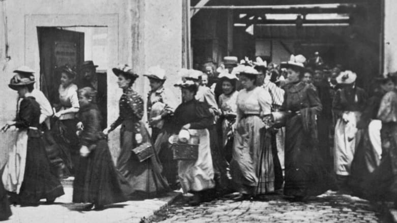 Watch Workers Leaving the Lumière Factory 1895 Online tinyzonehd