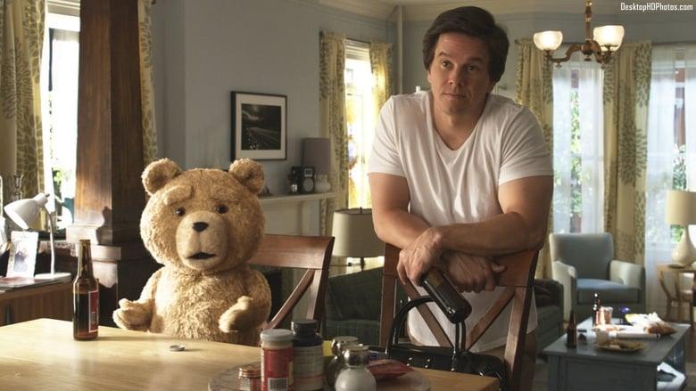 El osito Ted y su mejor amigo John Bennett (Mark Wahlberg)