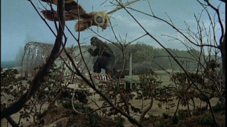 кадр из фильма Годзилла против Мотры