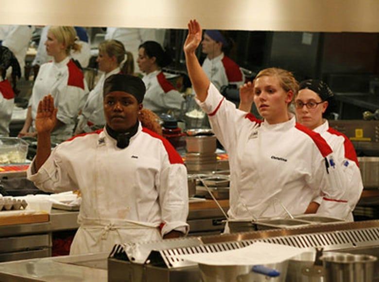 Hell 39 s kitchen season 4 episode 1 15 chefs compete mtflix for Hell s kitchen season 15 episode 1