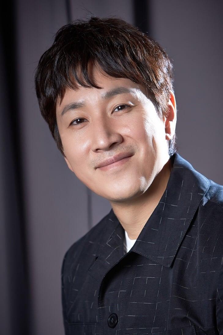 Lee Sun-kyun isPark Dong-ik