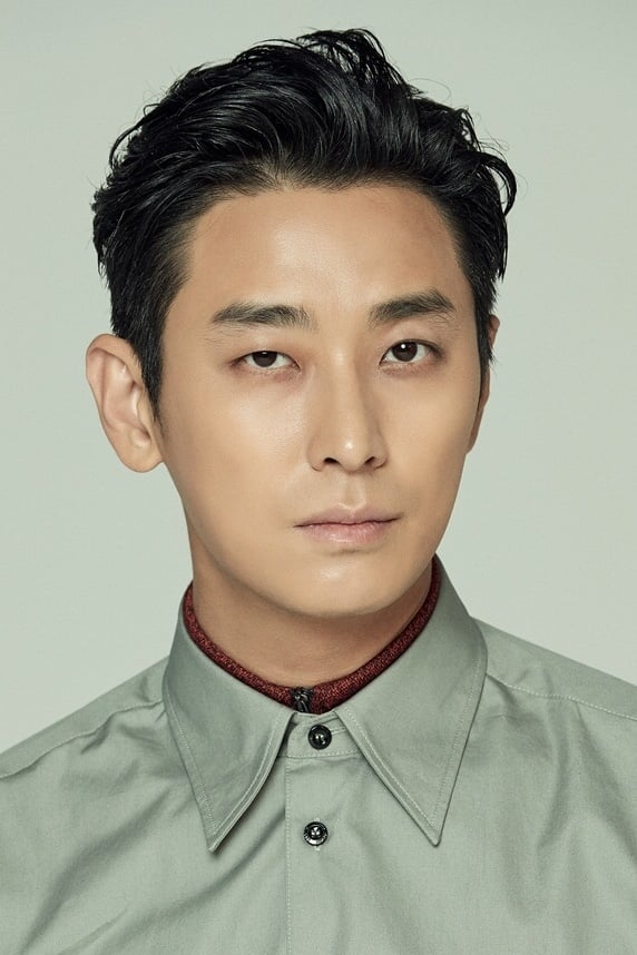 Ju Ji-hoon isSection Chief Jeong Moo-taek