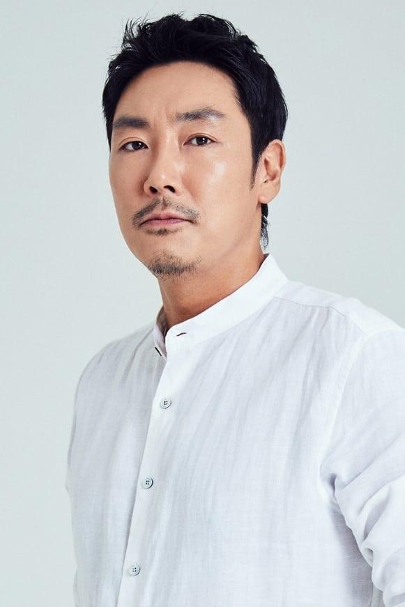 Cho Jin-woong isChoi Hak-seong